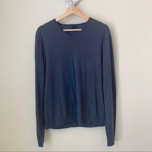 GAP blue v neck sweater